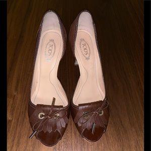 Tod's brown leather kilty fringe peep toe pump